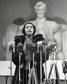 "Marian Anderson singing ""My Country 'tis of Thee"" in 1939"