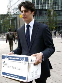 An un-named Lehman employee grabbing his stuff from the London office